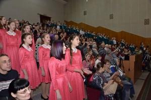 """""""Сердце Вятской земли"""" в исполнении хоровых коллективов на сцене и в зале"""